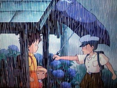 カンタがサツキに傘を渡すシーン